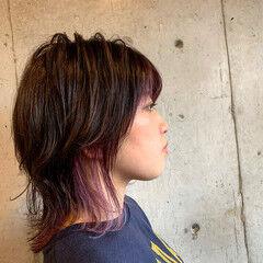 カシスカラー ストリート コテ巻き インナーカラー ヘアスタイルや髪型の写真・画像