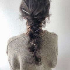 ロング ラベンダーアッシュ ラベンダーグレージュ 編みおろし ヘアスタイルや髪型の写真・画像