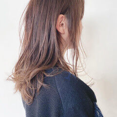 セミロング アッシュ ナチュラル アッシュグレー ヘアスタイルや髪型の写真・画像