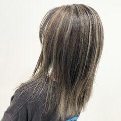 ミルクティー コントラストハイライト エアータッチ ストリート ヘアスタイルや髪型の写真・画像
