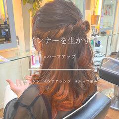 アプリコットオレンジ セミロング ガーリー インナーカラー ヘアスタイルや髪型の写真・画像