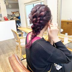 ラベンダー レッドカラー ピンクアッシュ ミディアム ヘアスタイルや髪型の写真・画像