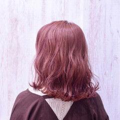 フェミニン チェリーレッド ミディアム コリアンカラー ヘアスタイルや髪型の写真・画像