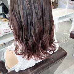 レッド ピンク ナチュラル グラデーション ヘアスタイルや髪型の写真・画像
