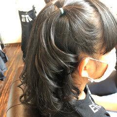 コテ巻き 切りっぱなしボブ ナチュラル カール ヘアスタイルや髪型の写真・画像