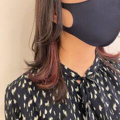 ラベンダーピンク ウルフカット ミディアム フェミニン ヘアスタイルや髪型の写真・画像