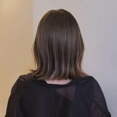 ナチュラル 外ハネボブ オリーブベージュ オリーブアッシュ ヘアスタイルや髪型の写真・画像