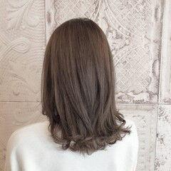 フェミニン ミルクティーグレージュ 大人女子 ノーブリーチ ヘアスタイルや髪型の写真・画像