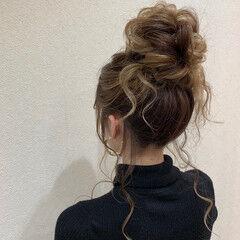 ミディアム ルーズヘア ナチュラル お団子ヘア ヘアスタイルや髪型の写真・画像