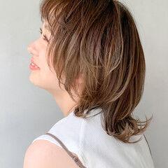 レイヤーボブ ナチュラル ハイトーンボブ アンニュイほつれヘア ヘアスタイルや髪型の写真・画像
