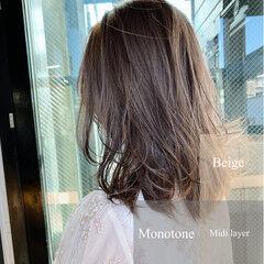 ミルクティー ミルクティーベージュ ナチュラル ミディアムレイヤー ヘアスタイルや髪型の写真・画像