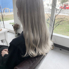 ナチュラル ホワイトシルバー 透明感カラー グレージュ ヘアスタイルや髪型の写真・画像