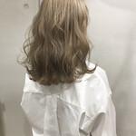 外国人風カラー 金髪 ヘアアレンジ ウェーブ