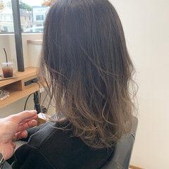 セミロング エレガント 白髪染め ハイライト ヘアスタイルや髪型の写真・画像