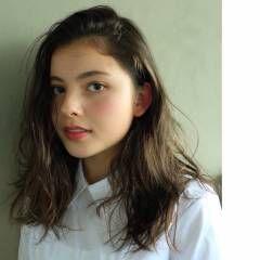 アンニュイ セミロング 暗髪 ナチュラル ヘアスタイルや髪型の写真・画像