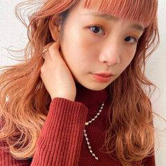 オレンジカラー ナチュラル ゆるウェーブ ロング ヘアスタイルや髪型の写真・画像