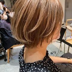 マッシュショート ミルクティーベージュ ナチュラル ハイトーンカラー ヘアスタイルや髪型の写真・画像