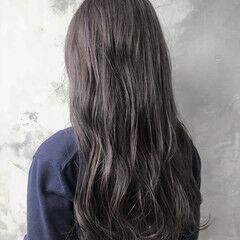 ナチュラル レイヤーカット ロング ラベンダーアッシュ ヘアスタイルや髪型の写真・画像