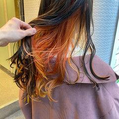 ストリート インナーカラーオレンジ セミロング ブリーチ ヘアスタイルや髪型の写真・画像