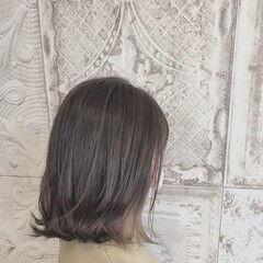 イヤリングカラーベージュ 大人女子 セミロング 小顔ヘア ヘアスタイルや髪型の写真・画像
