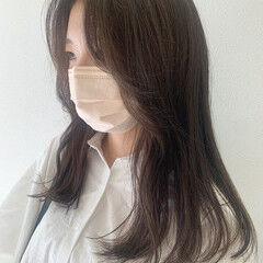 スモーキーアッシュベージュ ナチュラル 韓国風ヘアー ロング ヘアスタイルや髪型の写真・画像