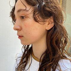 無造作パーマ ウェーブヘア ナチュラル ロング ヘアスタイルや髪型の写真・画像