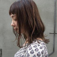 ミディアム スモーキーカラー 暗髪 前髪パッツン ヘアスタイルや髪型の写真・画像