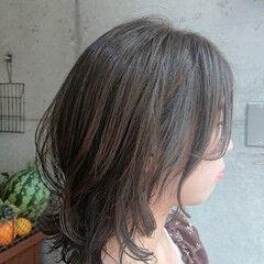 オリーブアッシュ 外国人風カラー ストリート ミディアム ヘアスタイルや髪型の写真・画像