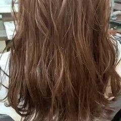 セミロング ナチュラル 3Dハイライト 波ウェーブ ヘアスタイルや髪型の写真・画像