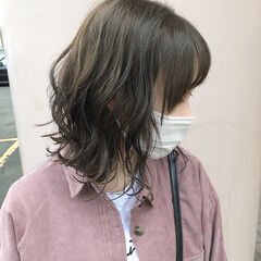 オリーブブラウン オリーブベージュ イルミナカラー 艶カラー ヘアスタイルや髪型の写真・画像