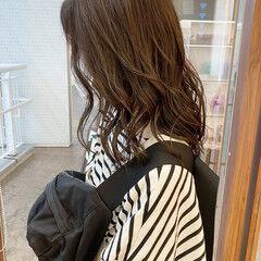 ナチュラル オリーブカラー 外ハネ オリーブベージュ ヘアスタイルや髪型の写真・画像