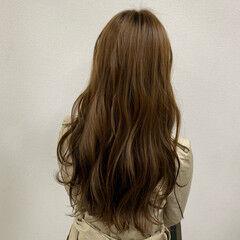フェミニン ロング ブリーチ ハニーベージュ ヘアスタイルや髪型の写真・画像