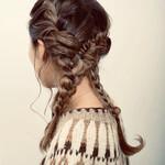フェミニン ヘアアレンジ ロング 編み込みヘア