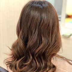 ロング オレンジベージュ カッパー オレンジブラウン ヘアスタイルや髪型の写真・画像