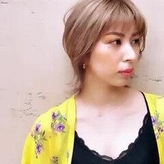 ミディアム ウルフ女子 ヌーディベージュ デザインカラー ヘアスタイルや髪型の写真・画像