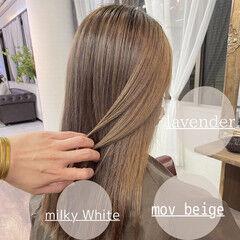 ミルクティーベージュ バレイヤージュ ナチュラル 透明感カラー ヘアスタイルや髪型の写真・画像