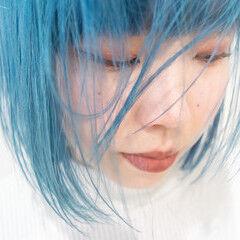 ガーリー ハイトーンカラー 切りっぱなしボブ ターコイズブルー ヘアスタイルや髪型の写真・画像