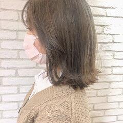外ハネ ボブ ベージュカラー フェミニン ヘアスタイルや髪型の写真・画像
