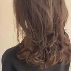 ナチュラル デジタルパーマ コテ巻き風パーマ セミロング ヘアスタイルや髪型の写真・画像