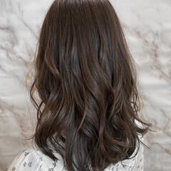 セミロング ナチュラル 巻き髪 イルミナカラー ヘアスタイルや髪型の写真・画像