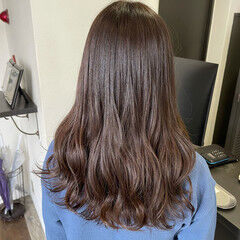 ロング 艶髪 グレージュ ナチュラル ヘアスタイルや髪型の写真・画像