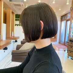 前下がりボブ 切りっぱなしボブ ナチュラル 前下がりヘア ヘアスタイルや髪型の写真・画像