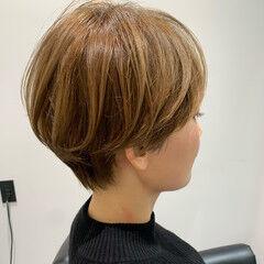 ナチュラル ショート 小顔 マッシュショート ヘアスタイルや髪型の写真・画像