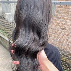 ブリーチ無し ダークグレー アッシュグレージュ エレガント ヘアスタイルや髪型の写真・画像
