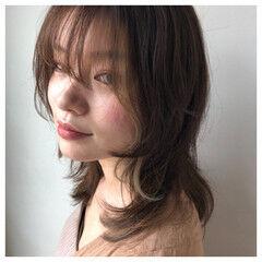 セミロング ニュアンスヘア フェミニンウルフ ニュアンス ヘアスタイルや髪型の写真・画像