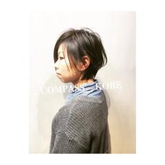 ワイドバング ナチュラル ショート アッシュ ヘアスタイルや髪型の写真・画像