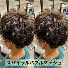 ナチュラル メンズマッシュ メンズパーマ メンズ ヘアスタイルや髪型の写真・画像
