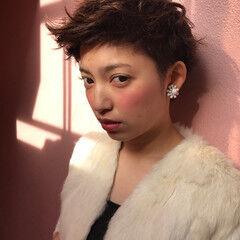 パーマ アッシュグレージュ ベリーショート 坊主 ヘアスタイルや髪型の写真・画像