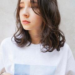 アッシュグレージュ ミディアム ナチュラル グレージュ ヘアスタイルや髪型の写真・画像