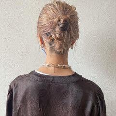 セルフヘアアレンジ ヘアアレンジ ハイトーン 簡単ヘアアレンジ ヘアスタイルや髪型の写真・画像